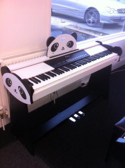 Minueta Panda Piano