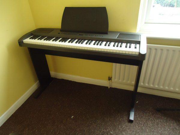 Roland EP760 Piano