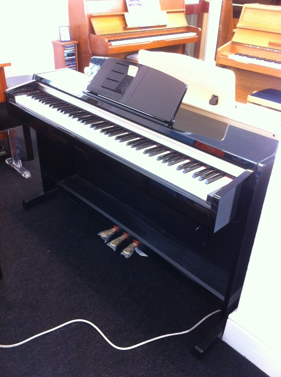 Second Hand Yamaha CLP220 Polished Ebony