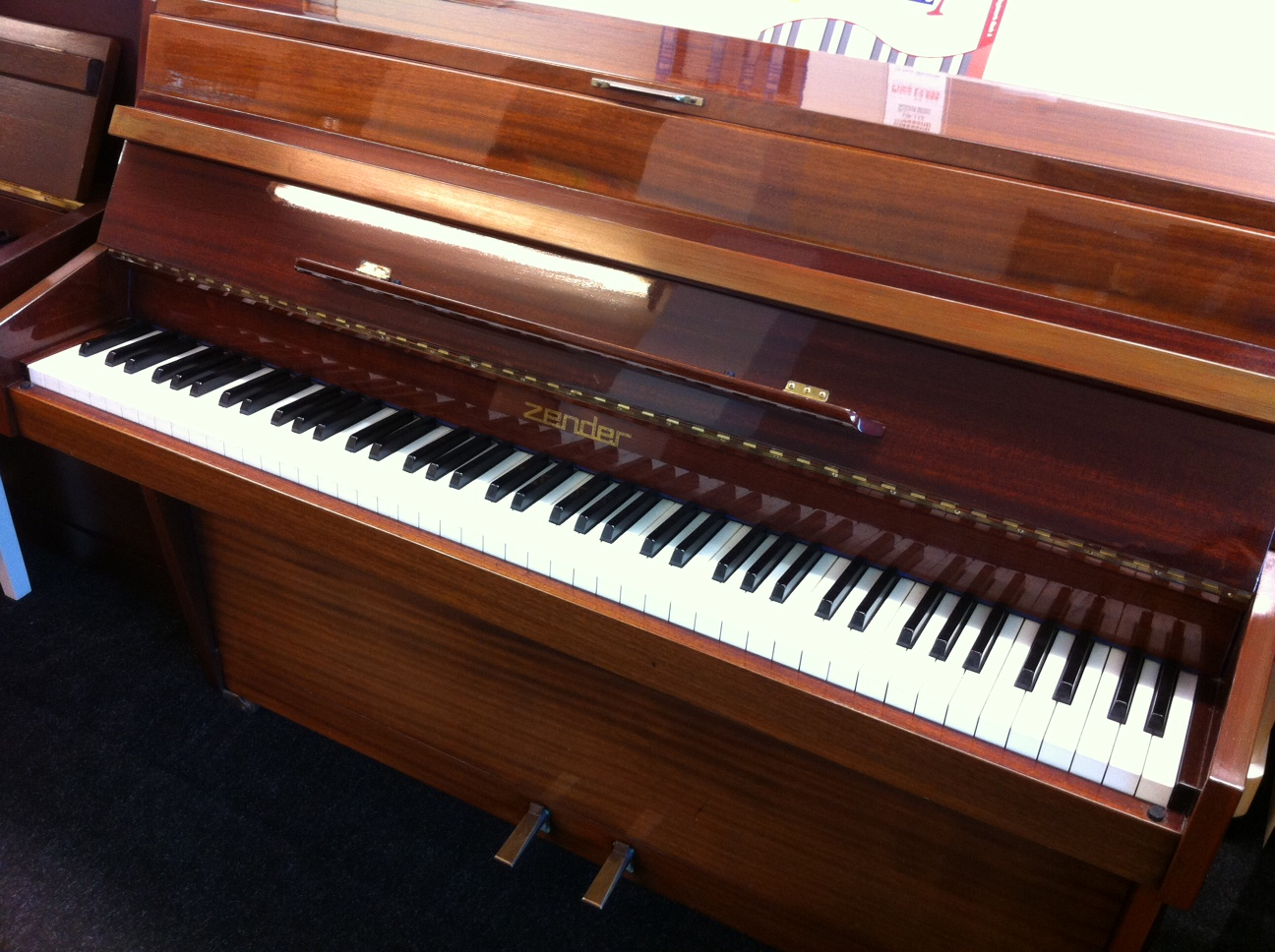 Zender Piano polished mahogany
