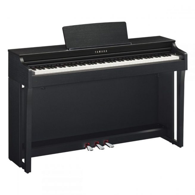 Yamaha CLP625 in Black Satin